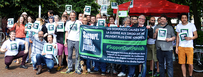 « SUPPORT. DON'T PUNISH. » (Soutenons, accompagnons. Ne punissons pas.)
