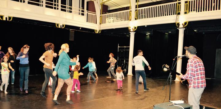 Les familles accueillies par le dispositif SAS ont participé à un atelier de danse