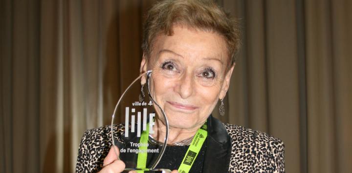 Un Trophée de l'engagement pour Evelyne, bénévole de Lis Avec Moi
